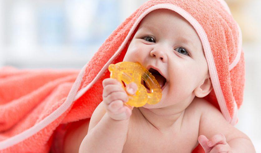 Diş Çıkarırken Çocuğumun Ateşi Çıkar Mı?