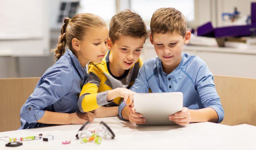 Çocuklarla Dijital Ekran Arasına Mesafe Koyun