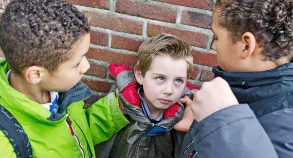 """Okulda """"Akran Zorbalığı"""" (Bullying) ve Çözüm Yolları"""